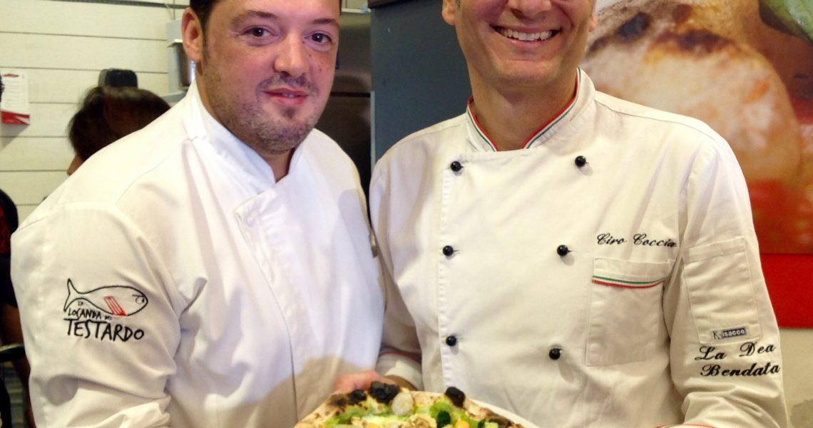 Luca Esposito e Ciro Coccia con la pizza La Locanda del Testardo